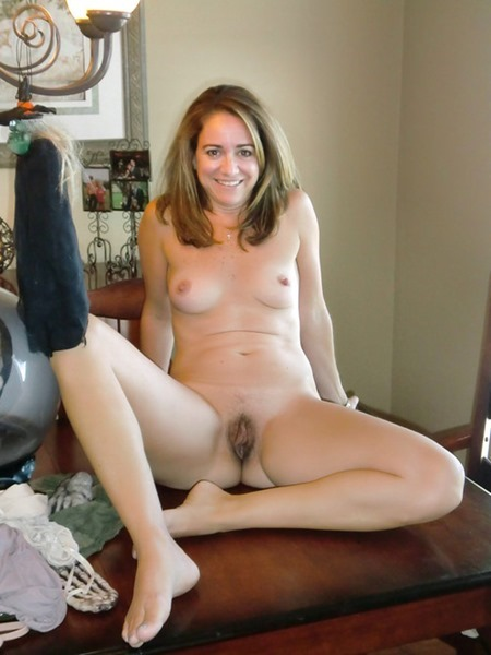 hot milf with a pastrami sandwich sends in her selfies to allan henning